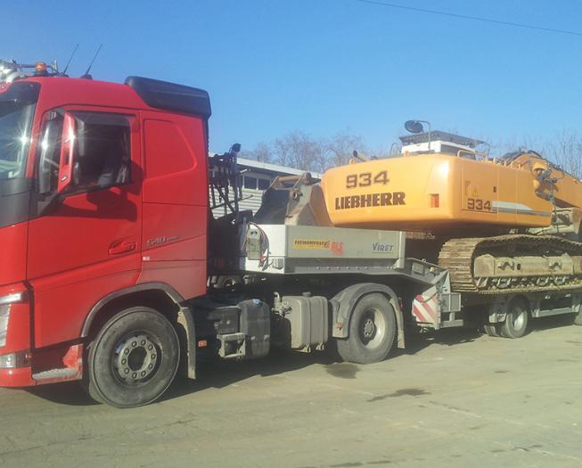Transport et transfert d'engins de chantiers sur sites près d'Annecy et Chambéry